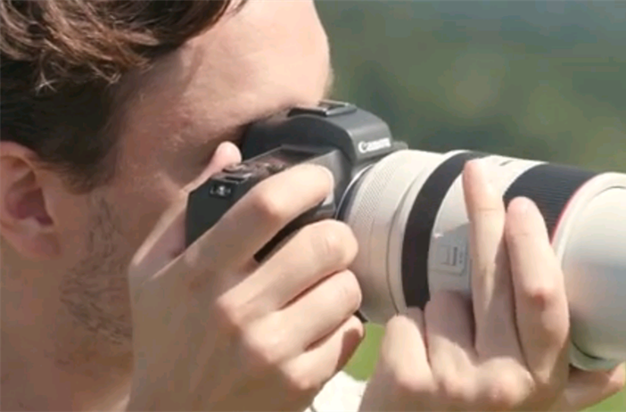 First video showing the Canon RF 70-200 Zooming
